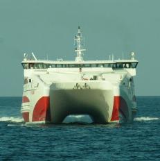 orkney-ferry-head-on