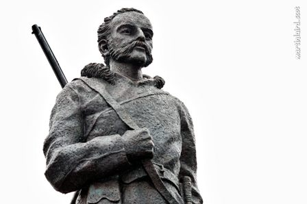 John Rae statue by sculptor Ian Scott